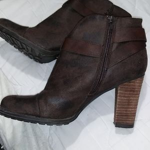 CROWN VINTAGE Women's brown ankle boots